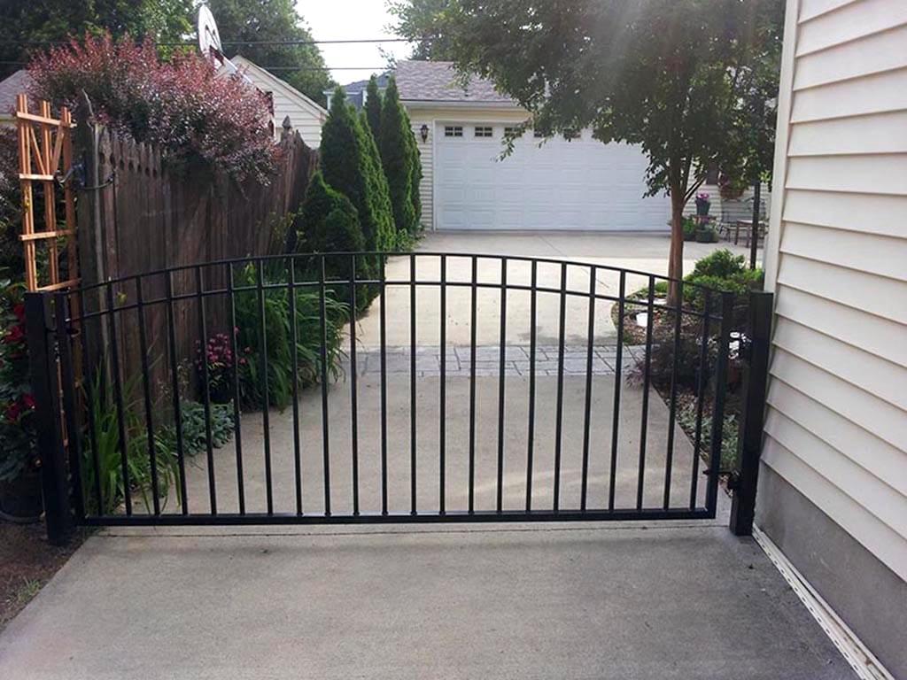 F21 Iron Fence